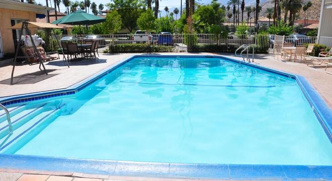 Delos Reyes Palm Springs - Palm Springs - Pool