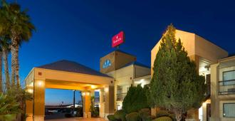Ramada by Wyndham San Antonio/Near SeaWorld - San Antonio - Edificio