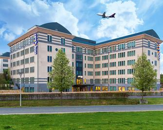 Park Inn by Radisson Brussels Airport - Дігем - Building