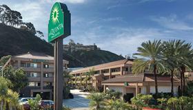 La Quinta Inn & Suites by Wyndham San Diego SeaWorld/Zoo - Σαν Ντιέγκο - Κτίριο