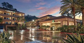 La Quinta Inn & Suites by Wyndham San Diego SeaWorld/Zoo - סן דייגו - בניין