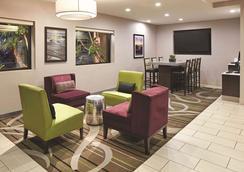 La Quinta Inn & Suites by Wyndham San Diego SeaWorld/Zoo - San Diego - Lobby