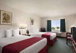 Days Inn & Suites by Wyndham Romeoville - Romeoville - Bedroom