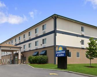 Days Inn & Suites by Wyndham Romeoville - Romeoville - Building