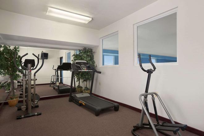 Days Inn & Suites by Wyndham Romeoville - Romeoville - Gym