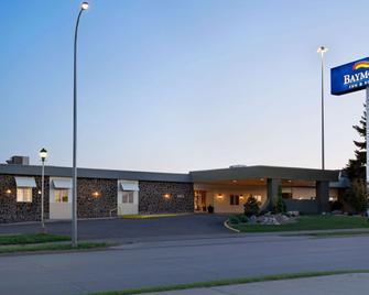 Baymont Inn & Suites Mandan Bismarck Area - Mandan - Building