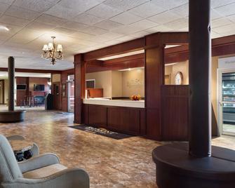 Baymont Inn & Suites Mandan Bismarck Area - Mandan - Рецепція