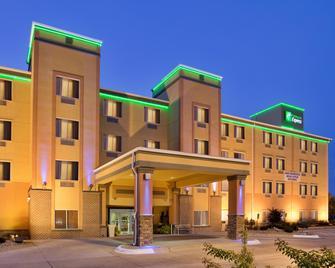 Holiday Inn Express Fremont - Fremont - Building