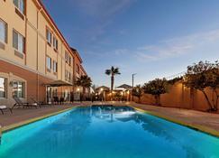 LQ Hotel by La Quinta Cd Juarez Near US Consulate - Ciudad Juárez - Bể bơi