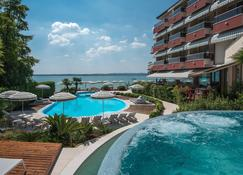 Hotel Continental Wellness & Thermal Spa - Sirmione - Pileta