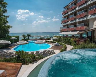 Hotel Continental Wellness & Thermal Spa - Sirmione - Piscina