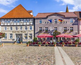 Hotel Am Markt & Brauhaus Stadtkrug - Ueckermünde - Building