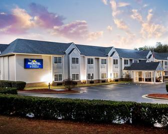 Microtel Inns & Suites by Wyndham Southern Pines / Pinehurst - Southern Pines - Building