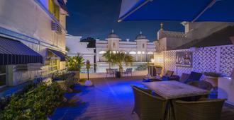 Pegasus International Hotel - Key West - Patio