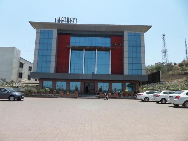 Matrix Inn Business Hotel - Chākan - Building