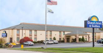 Days Inn & Suites by Wyndham Bloomington/Normal IL - Bloomington