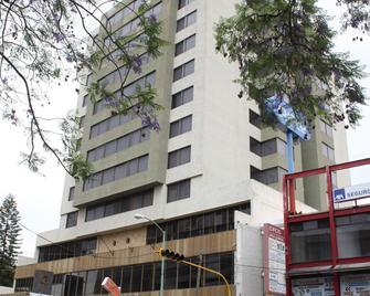 Parador Del Río - Irapuato - Building