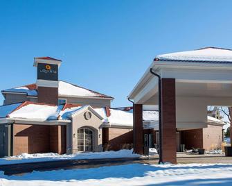 La Quinta Inn & Suites by Wyndham Denver Boulder-Louisville - Louisville - Edificio