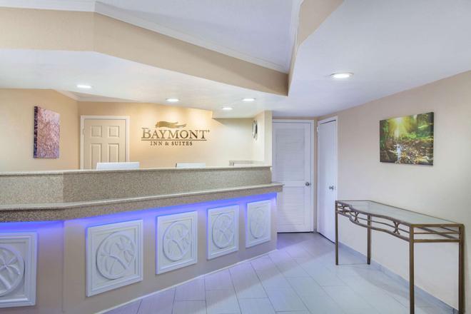 Baymont Inn & Suites Lake City - Lake City - Front desk