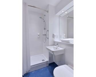 Travelodge Wakefield Woolley Edge M1 Northbound - Wakefield - Bathroom