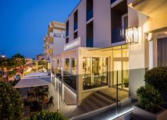โรงแรมวิสตามาเร - เชเซนนาติโก - อาคาร