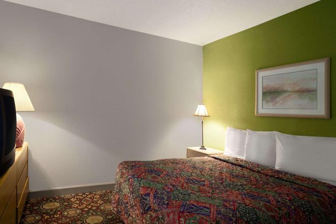 Days Inn by Wyndham West Memphis - West Memphis - Makuuhuone