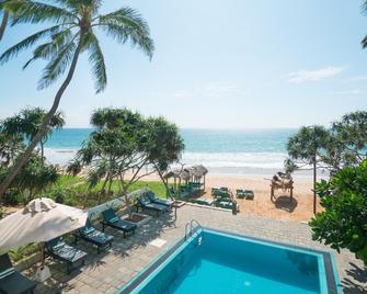 At Ease Beach Hotel - Хіккадува - Басейн