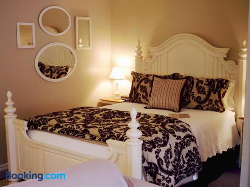 Heartstone Inn B&B & Cottages - Eureka Springs - Bedroom