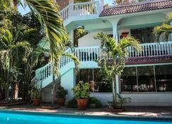 Le Plaza Hotel - Puerto Príncipe - Edificio
