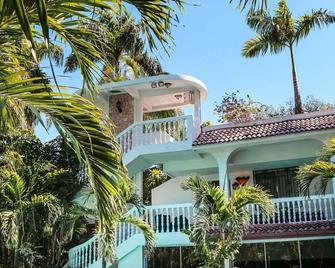 Le Plaza Hotel - Port Au Prince - Building