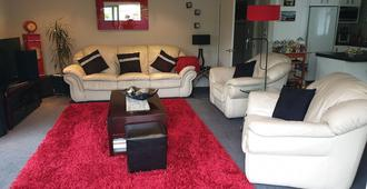 Contemporary, Great Location, Quiet. Sunny - Christchurch - Wohnzimmer