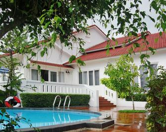 Vietstar Resort & Spa - Tuy Hòa - Zwembad