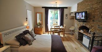 Alma House - Windsor - Bedroom