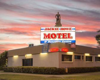 Mas Country Jackie Howe Motel - Warwick - Building