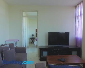 Shangri La Apartment 208 & 803 - Amanzimtoti - Living room
