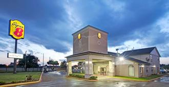 Super 8 by Wyndham Dallas East - Dallas - Edificio