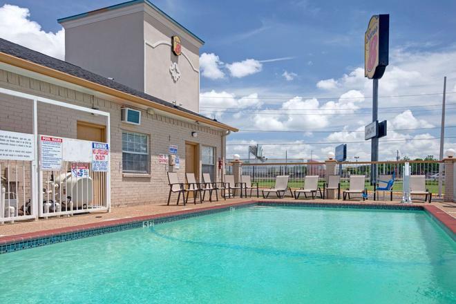 達拉斯東速 8 酒店 - 達拉斯 - 達拉斯 - 游泳池