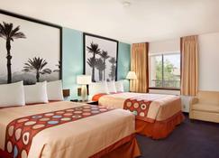 Super 8 by Wyndham Indio - Indio - Bedroom