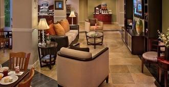 Holiday Inn Express West Palm Beach Metrocentre - West Palm Beach - Lounge
