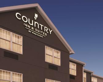 Country Inn & Suites by Radisson, Dubuque, IA - Дабек - Building