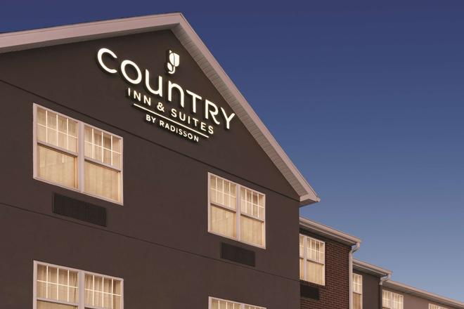 Country Inn & Suites by Radisson, Dubuque, IA - Dubuque - Building