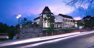 Hotel Neo Denpasar By Aston - Denpasar - Building