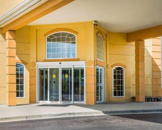 Comfort Suites Waldorf - Waldorf - Building