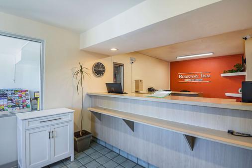 Rodeway Inn Kissimmee Maingate West - Kissimmee - Recepción