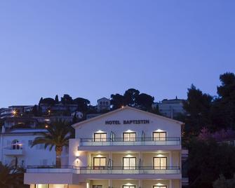 Hotel Baptistin - Le Lavandou - Building
