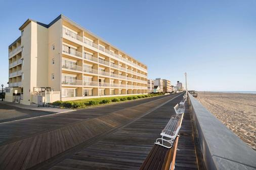 Howard Johnson by Wyndham Ocean City Oceanfront - Ocean City - Toà nhà