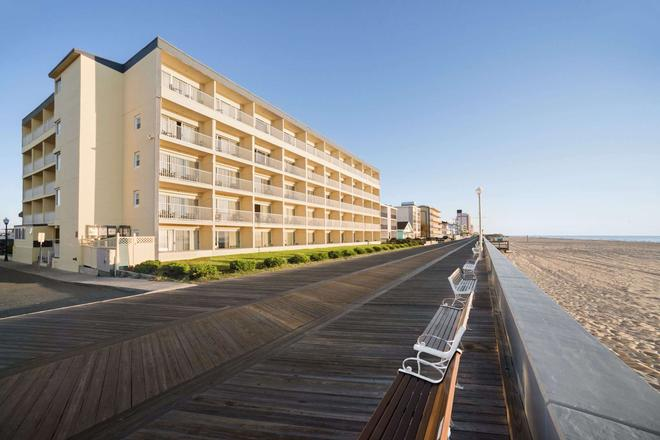 Howard Johnson by Wyndham Ocean City Oceanfront - Ocean City - Κτίριο