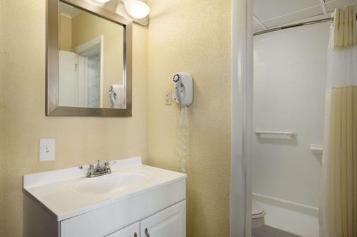 Howard Johnson by Wyndham Ocean City Oceanfront - Ocean City - Phòng tắm