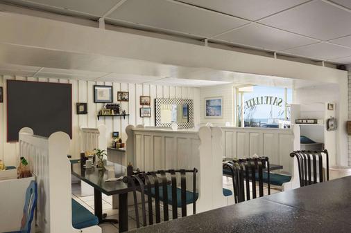 Howard Johnson by Wyndham Ocean City Oceanfront - Ocean City - Bar
