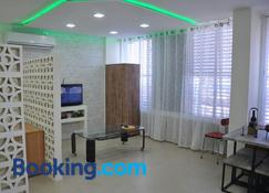 Isramax Jerusalem Apartment in Bat-Yam - Bat Yam - Living room